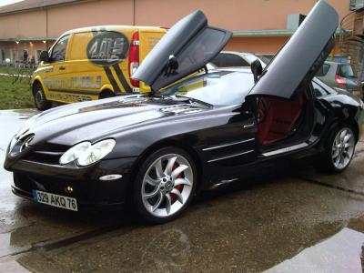 lustrage carrosserie mercedes slr photos de l 39 atelier de r novation et personnalisation auto. Black Bedroom Furniture Sets. Home Design Ideas